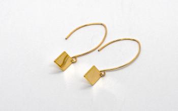 Lange goldene Ohrringe mit Rhombus