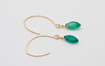 Lange Ohrringe mit grüner Jade