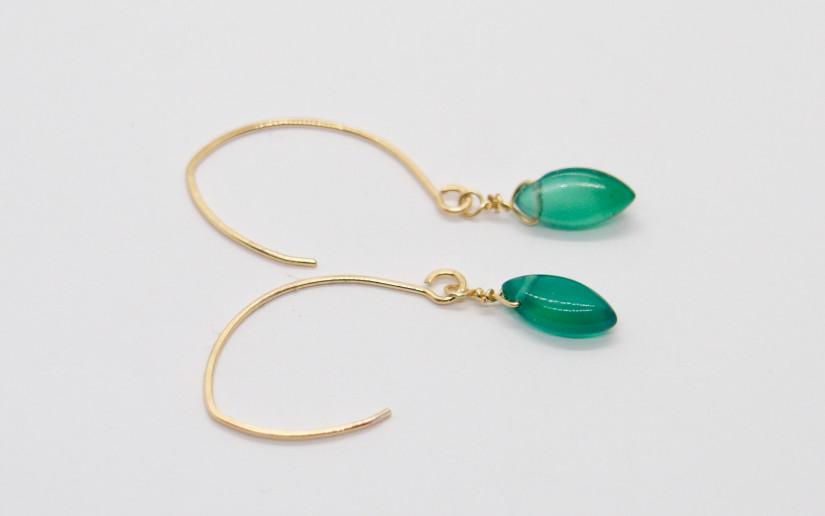 Lange Ohrringe mit grünem Achat