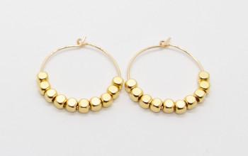 Goldene Creolen mit quadratischen Gold-Perlen