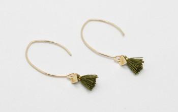 Lange goldene Ohrringe mit Quaste und Rhombus