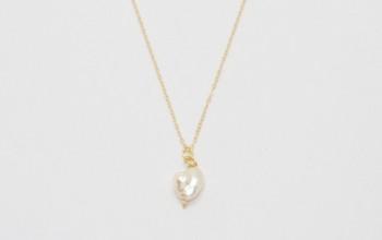 Goldene Halskette mit Keshi-Perle
