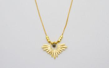 Goldene Boho Halskette mit Pyrit und Goldperlen