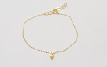 Feine goldene Armkette mit kleinem Rhombus Anhänger