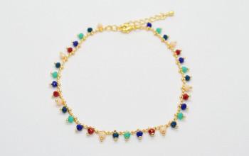 Goldene Fusskette mit farbigen Glas-Perlen