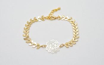 Goldene Armkette mit Perlmutt Ornament