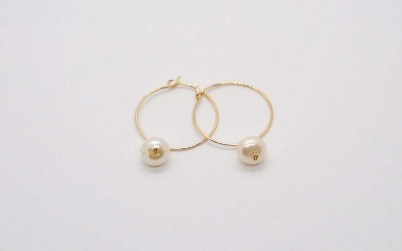 Goldene Creolen mit Süsswasser Perle