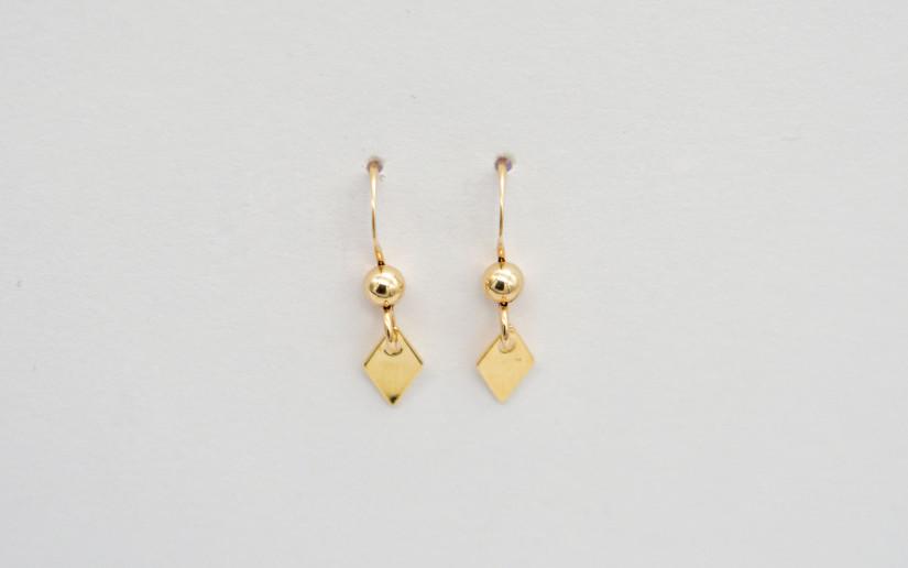 Kleine Ohrringe mit Rhombus