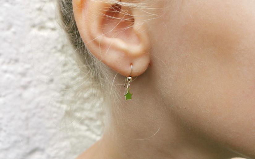 Kleine Ohrringe mit Sternchen