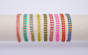 Farbige Chevron-Armbänder