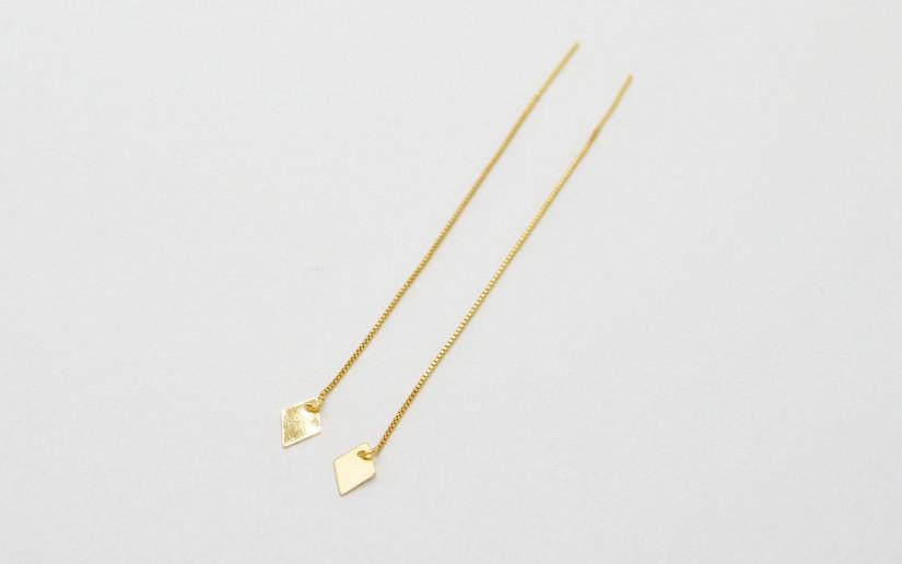 Filigrane goldene Einfädel Ohrringe mit Rhombus-Anhänger