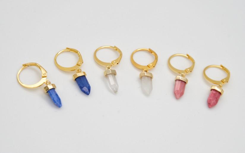 Goldene Ohrringe mit blauem Aventurin Anhänger