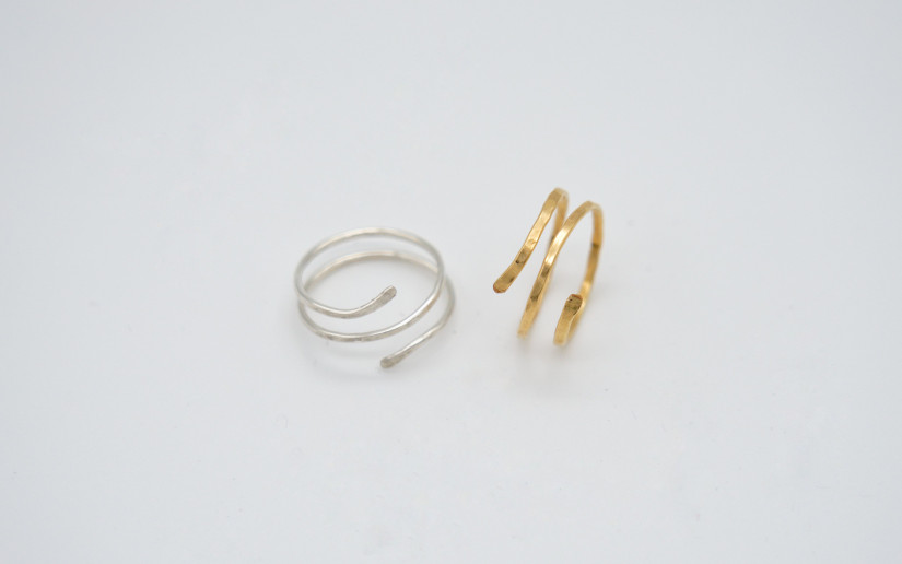 Silbern gehämmerter Spiral Ring