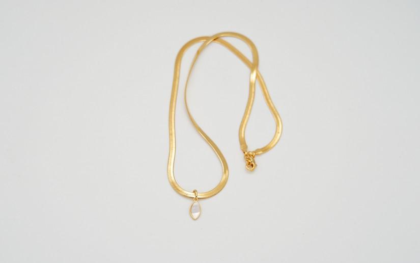 Goldene Schlangen-Kette mit Perlmut-Tropfen-Anhänger