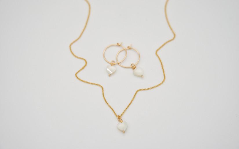 Goldene Halskette mit Perlmutt Herz